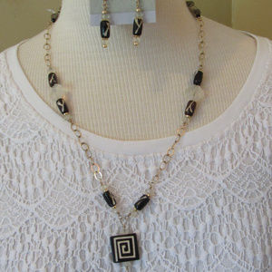 Jewelry - necklace & earings Gold chain wood & Quarts bead